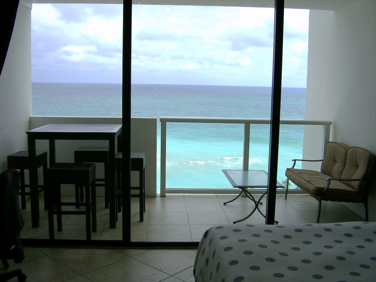 Direct oceanfront beach getaway w private balcony