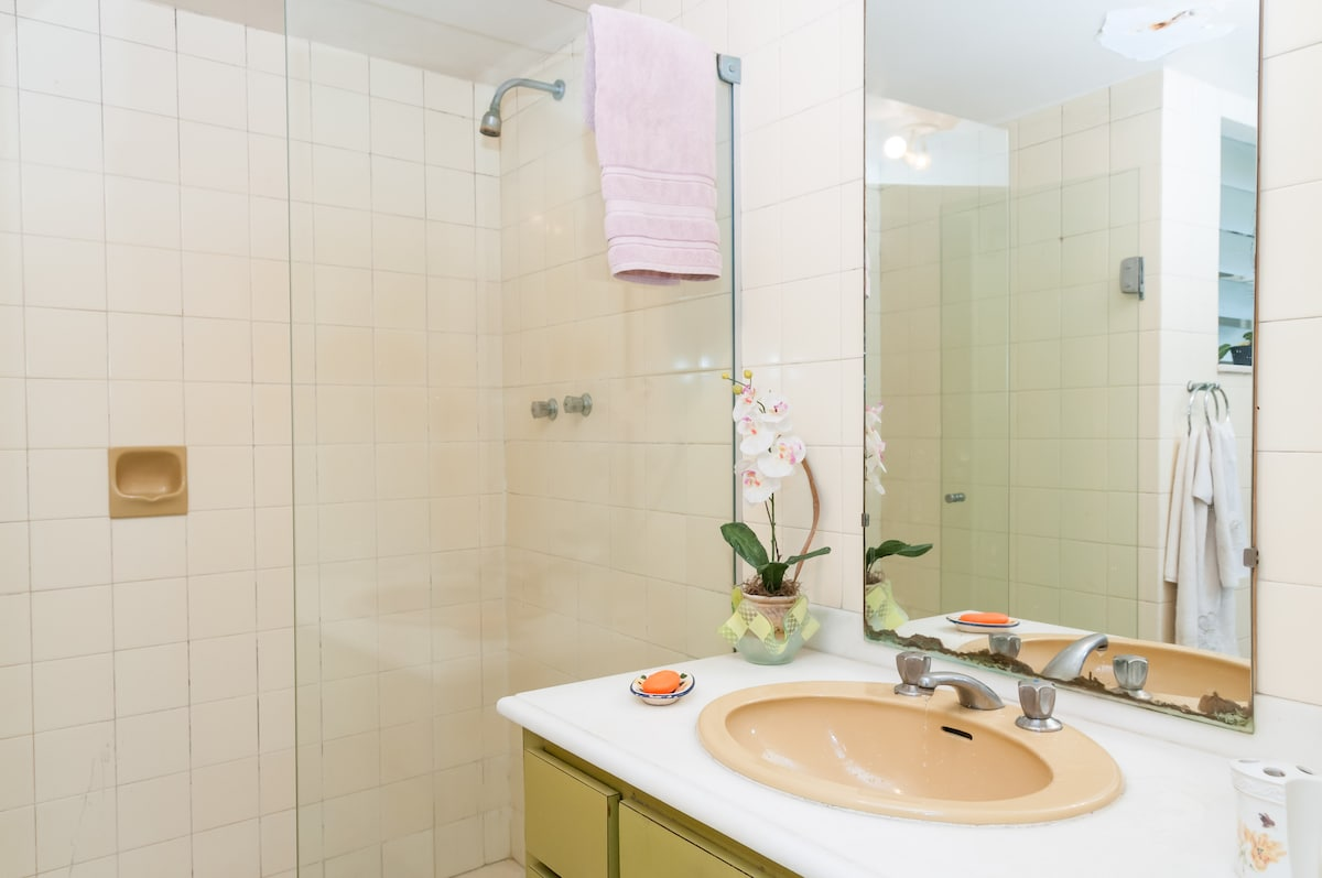 this is the bathroom of the first and second room
