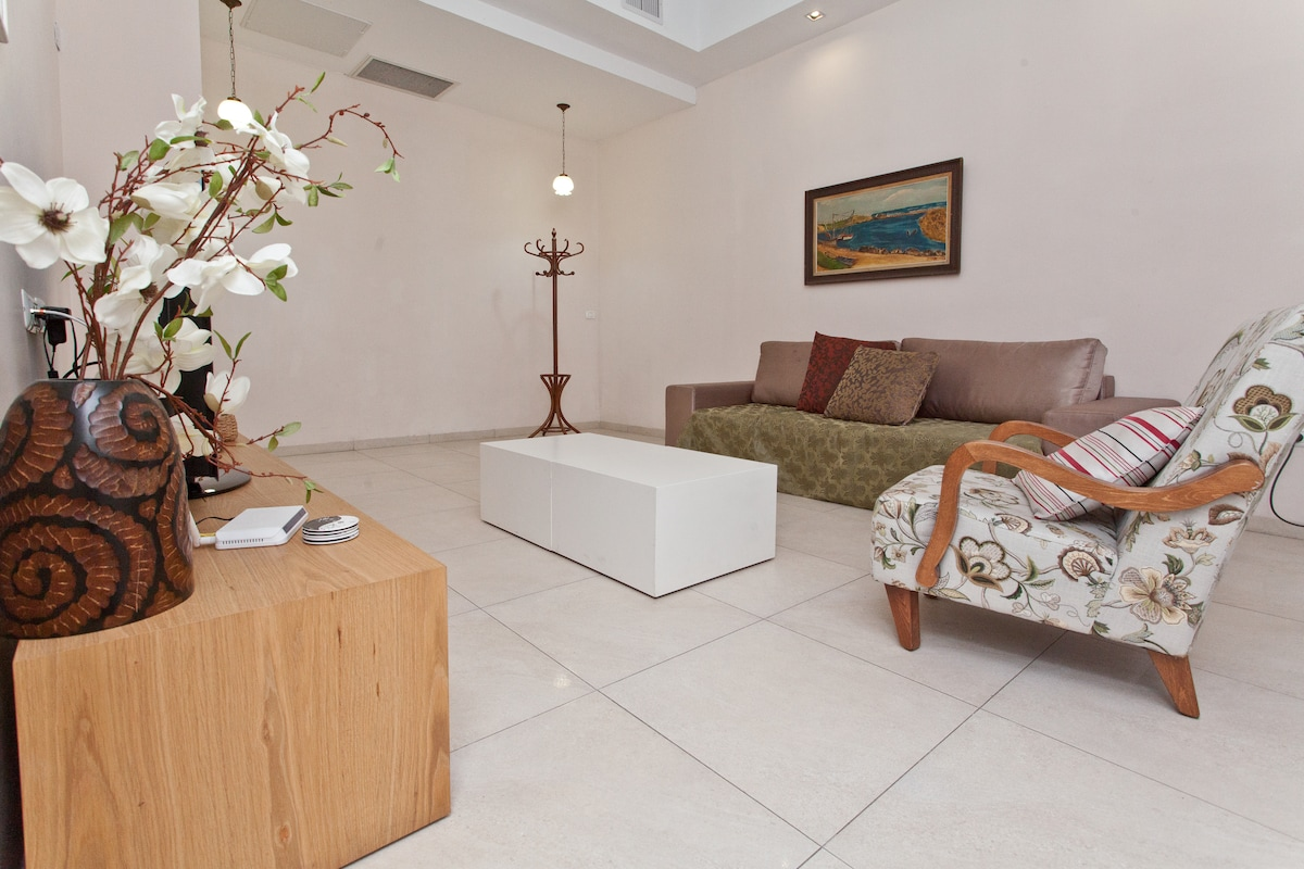 ***Stunning Boutique Penthouse***