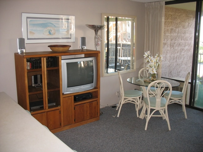 Entertainment Center with free WiFi & Long distance calling in US & Canada