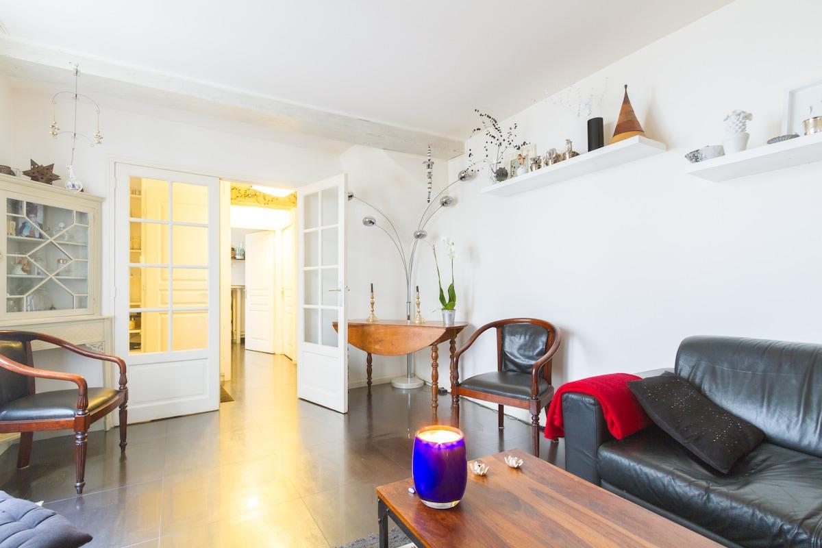 XL bedroom in house w yard/Bastille