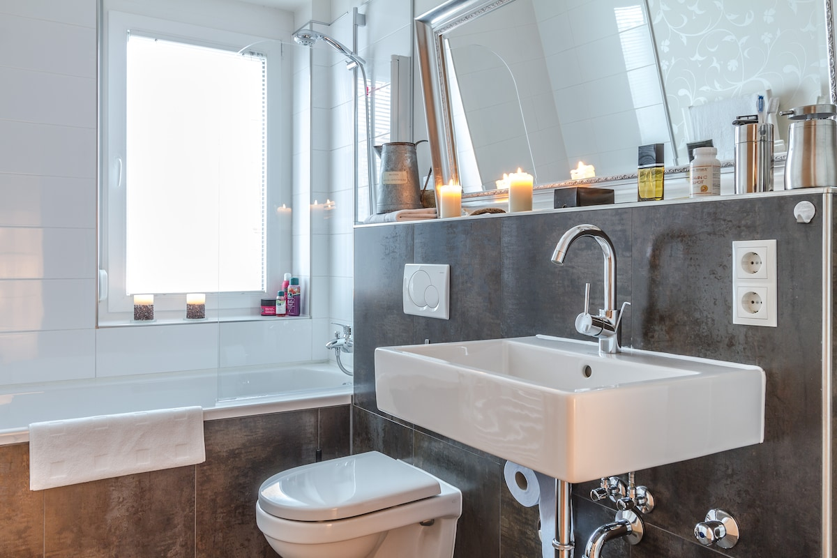 Upscale City Loft - Penthouse Style