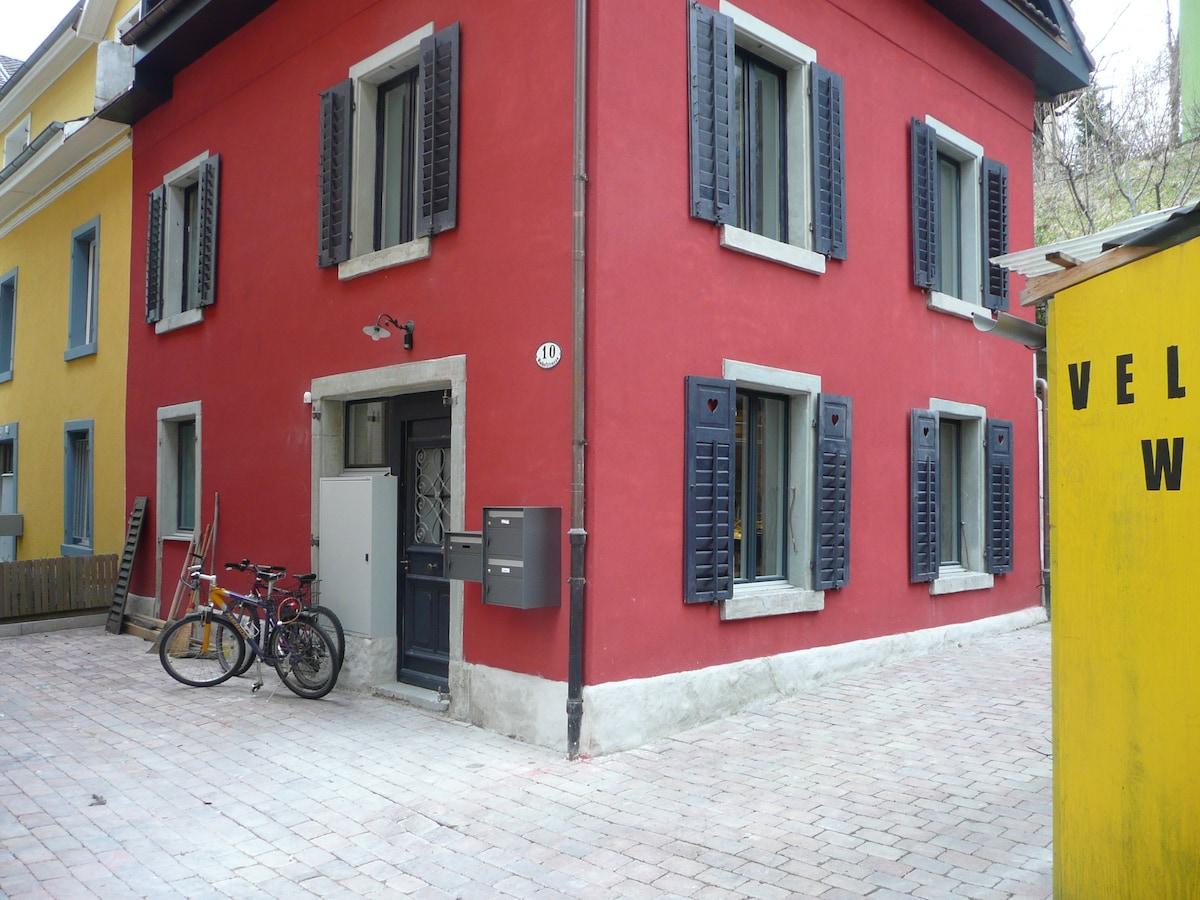 townhouse within walking distance to city center and lake