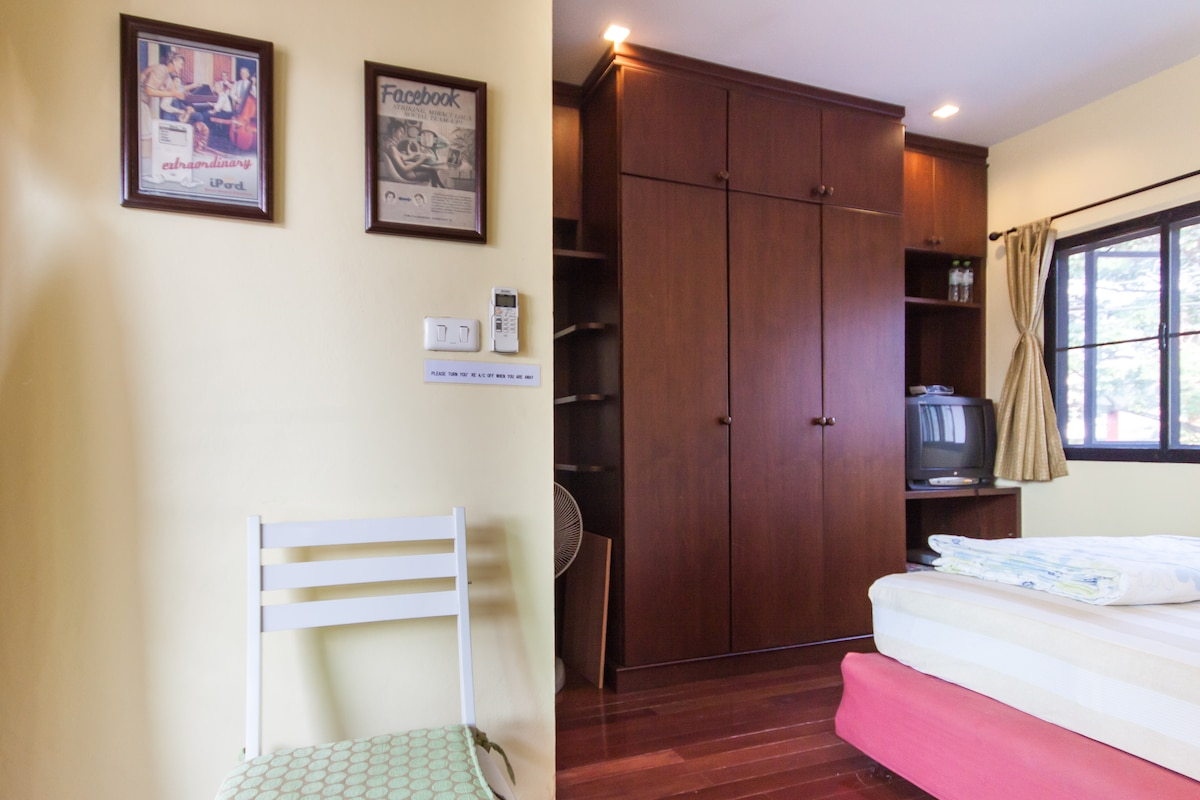 Cozy room at heart of Chiangmai