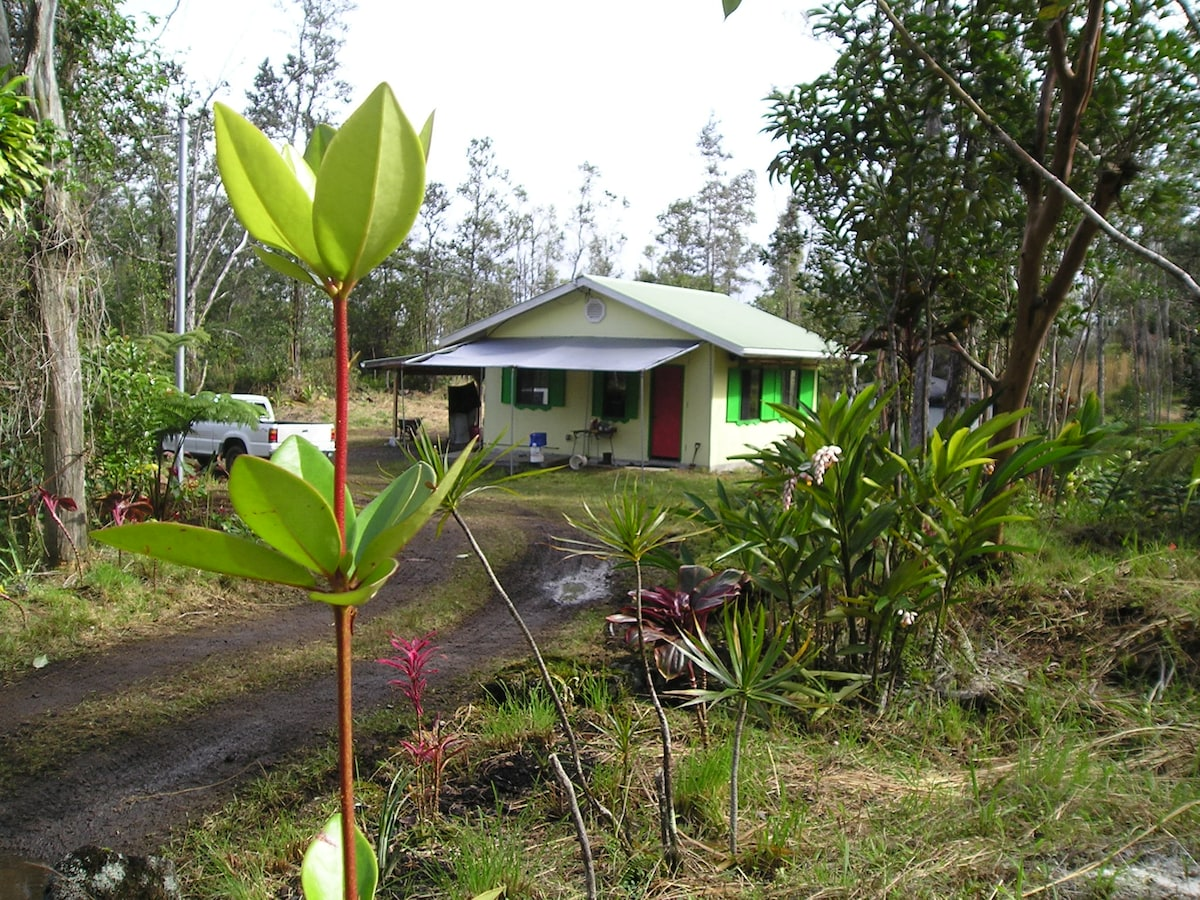 """Our Hawaiian Cottage on 3 acres of land in the """"Orchid Capital of the World"""""""