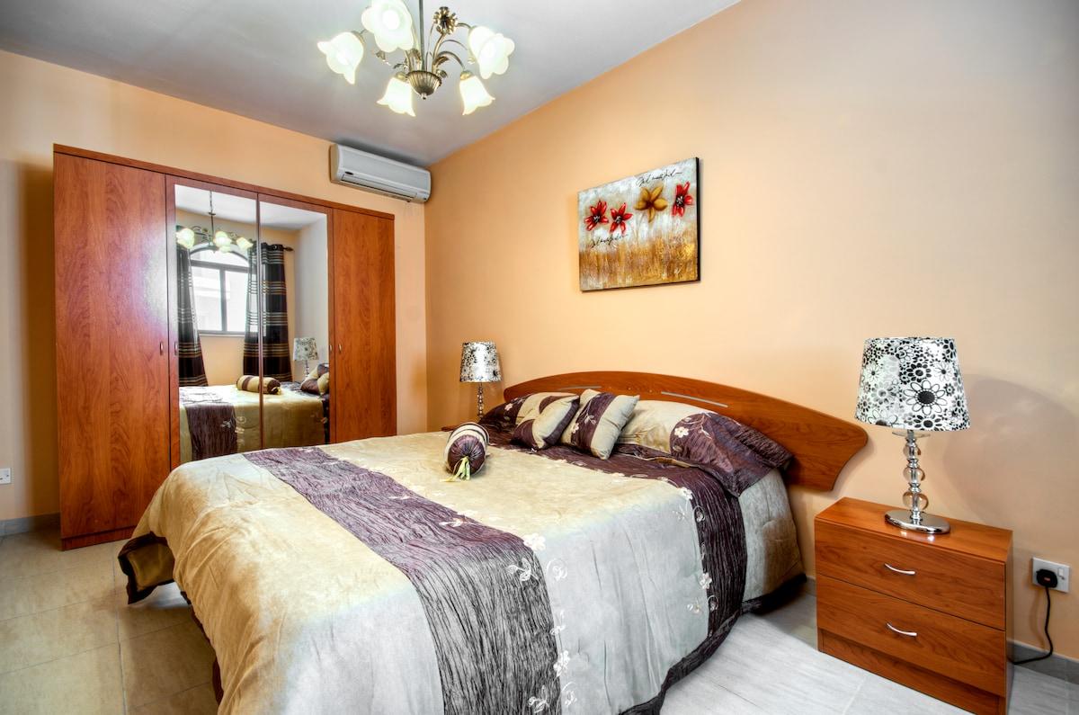 Double Bedroom (has has a cot)