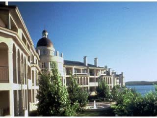 Island Suite Overlooks Lake & Pool
