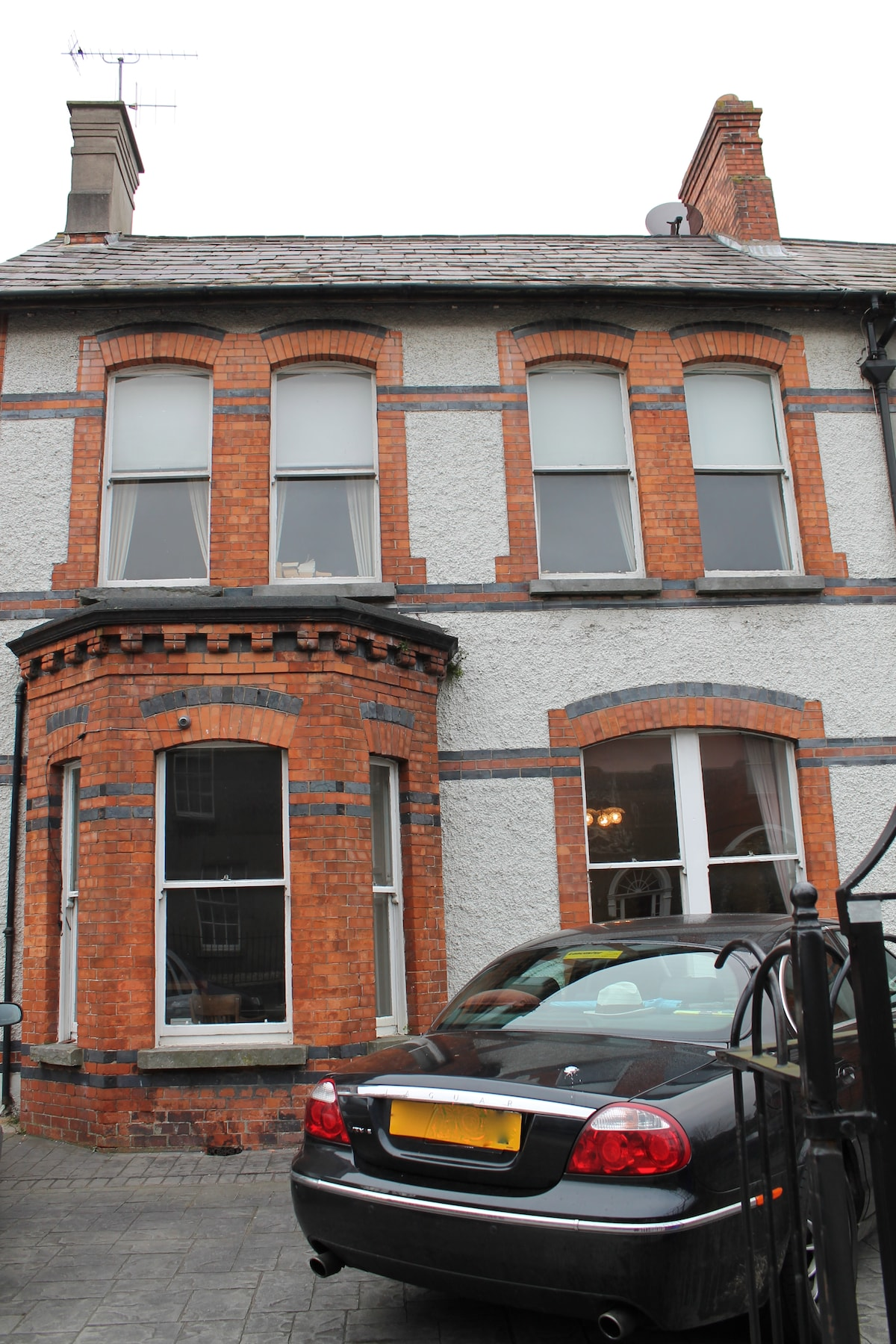 the house with private parking