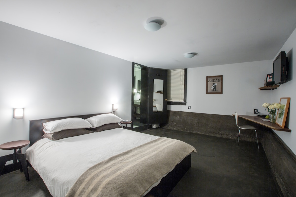 Studio In The Heart of The Mission!