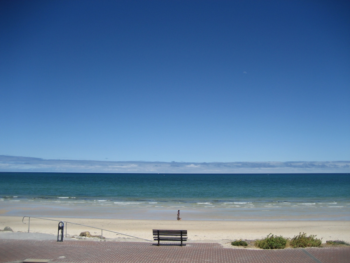 Beachfront Apartment at Henley Bch