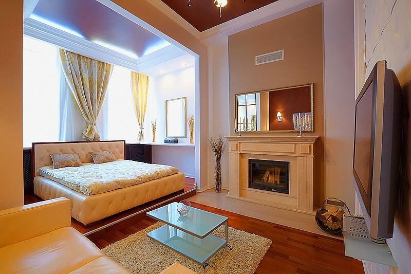 Berth with a huge double bed - Спальное место с огромной двухспальной кроватью