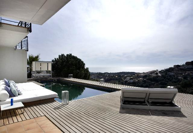 Modern villa to rent near beach