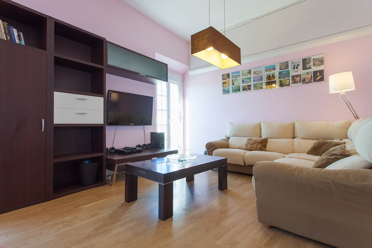 Salón principal, TV plana y sistema sorround