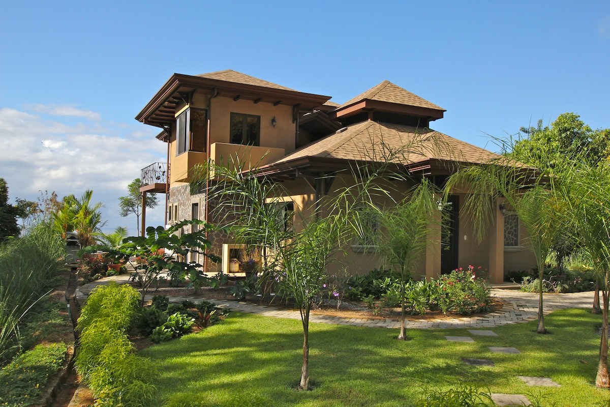View of the back of Gorda Vista Villa