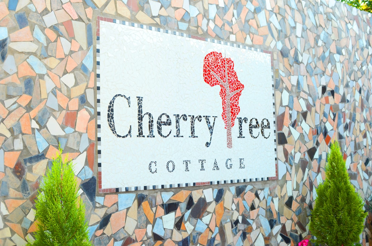 Mosaic Logo at entrance to Cherry Tree Cottage B&B in Linden