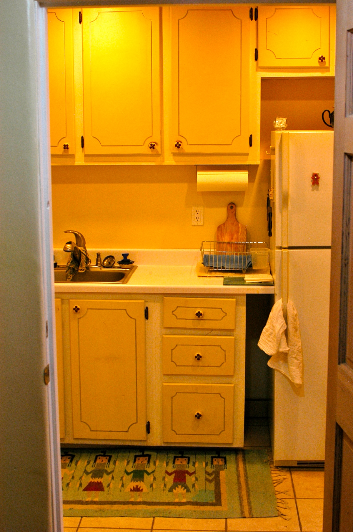 Kitchen and bathroom shared during the day whem I am working in my studio. Sleeping area private and secure.