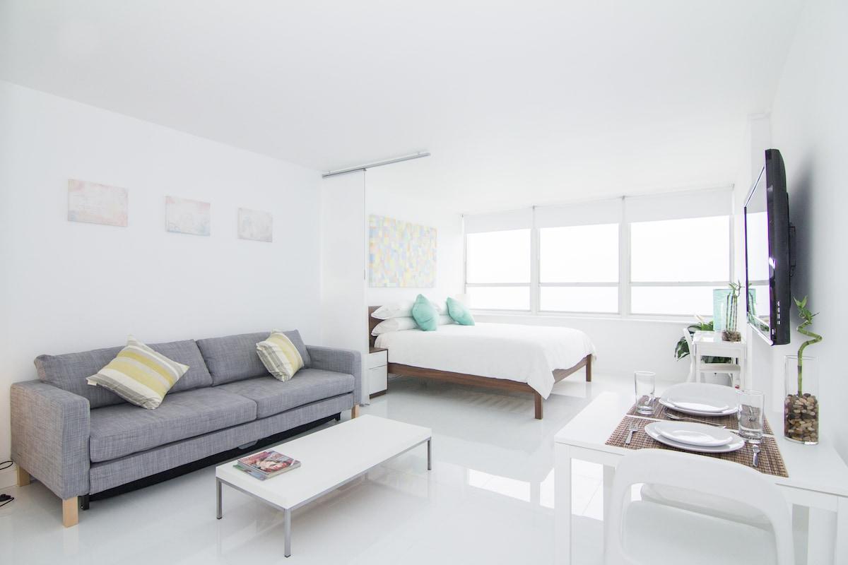 New 15th Floor Beachfront Oceanview