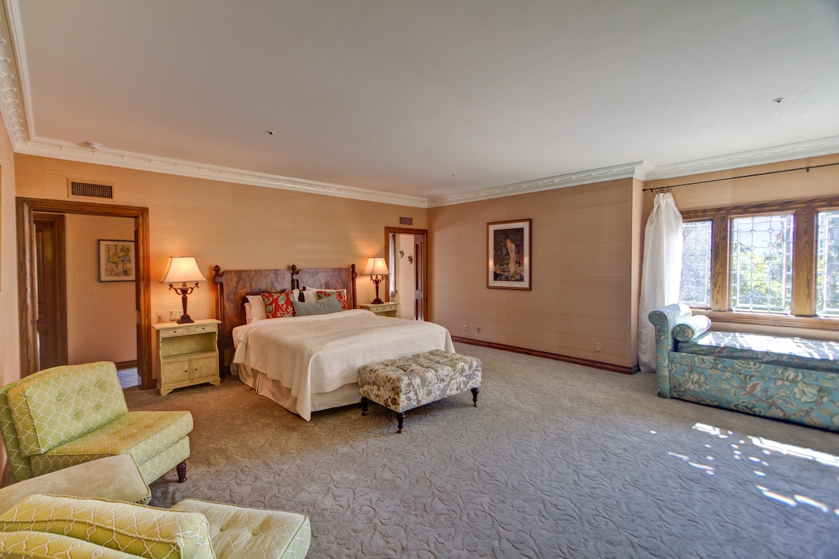 First room, King size bed