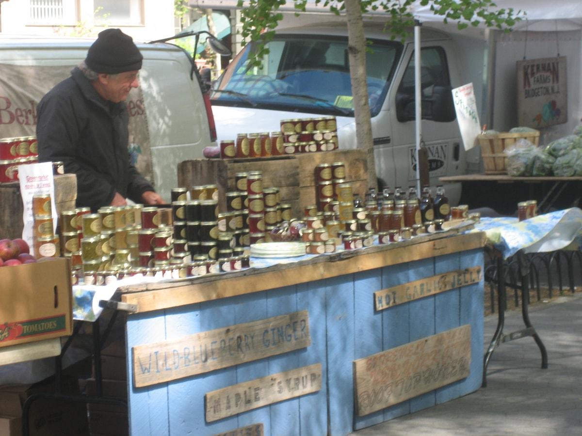 Fresh Farmer's market in the neighborhood every Sunday
