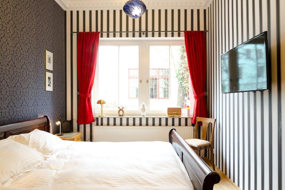 Private Guestroom in City Center