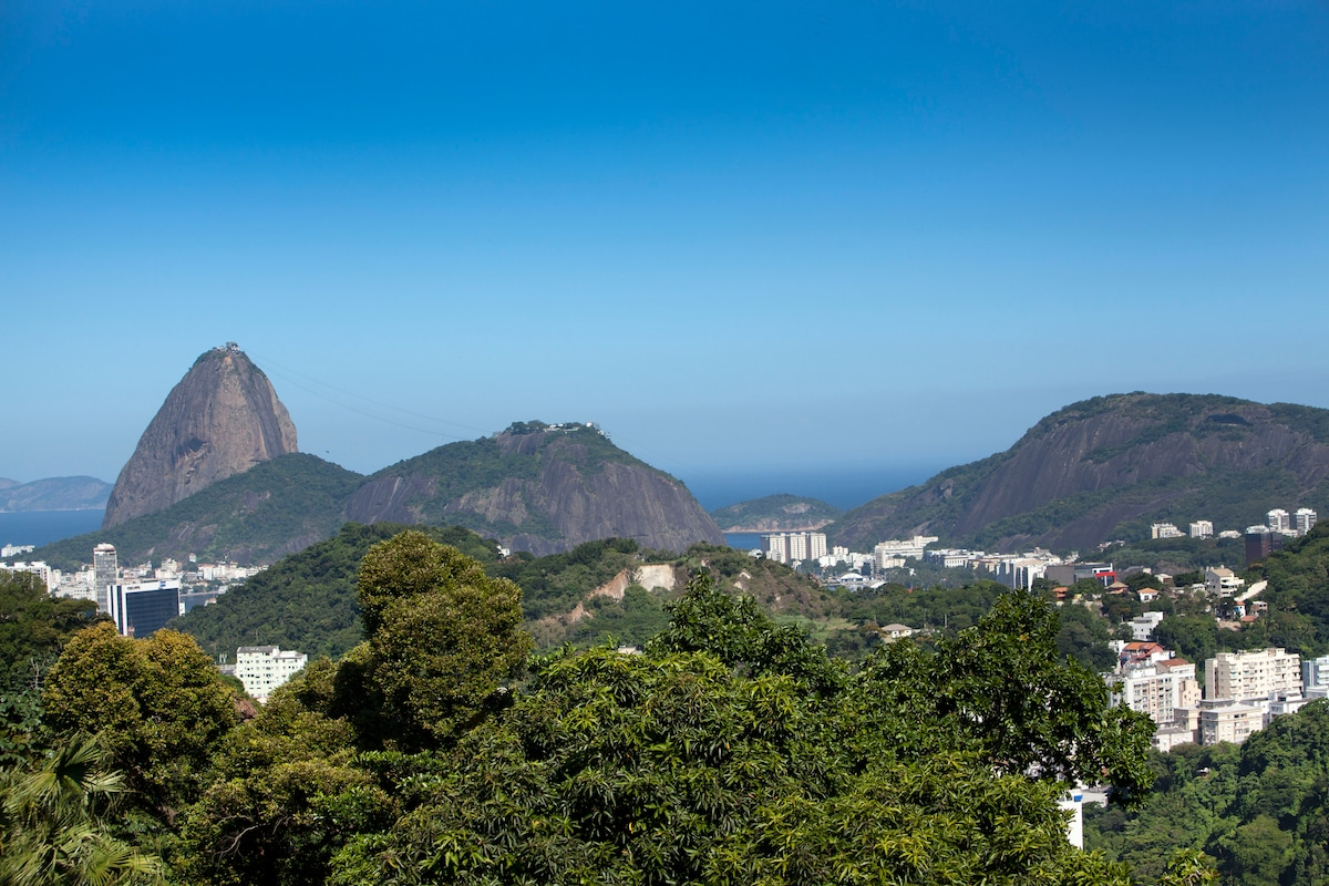 View from the house of the famous Sugar Loaf Mountain.