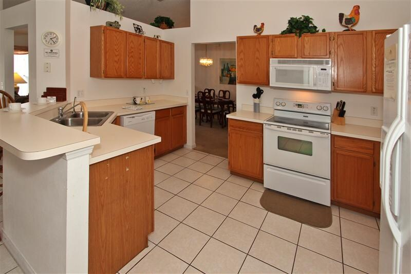 Large Full Kitchen with all Appliances