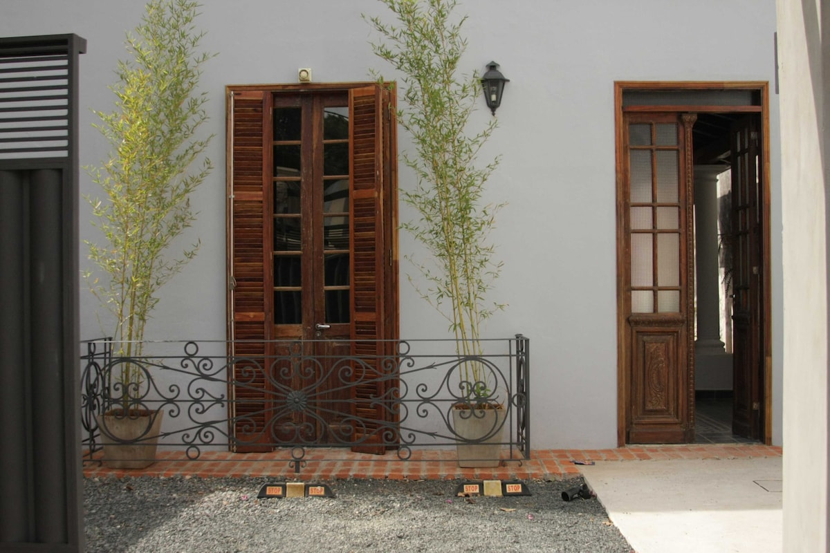 Our Bed and breakfast, on Defensa Nacional street, Las Mercedes