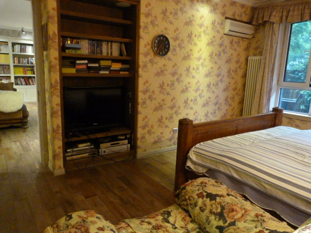 kingsize bed in first floor