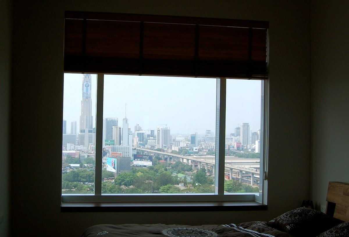 Unobstructed views of the Thailand's tallest building, The Baiyoke Tower.