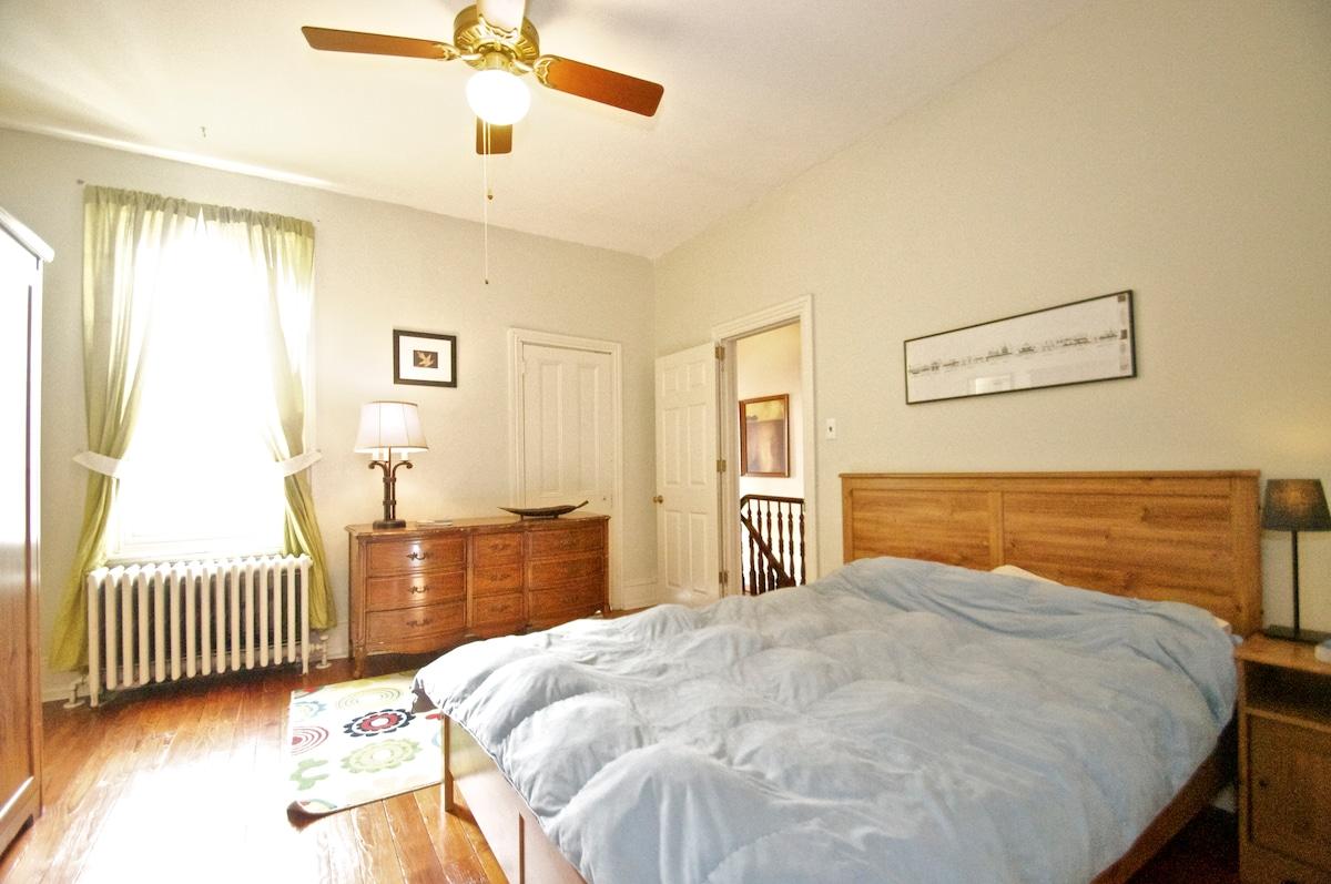 Large bedroom in artsy Fishtown!