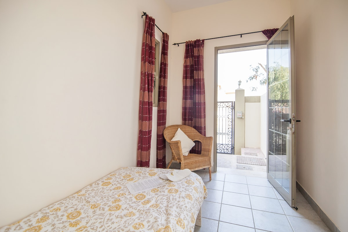 air conditioned ensuite guest room for 1 single person
