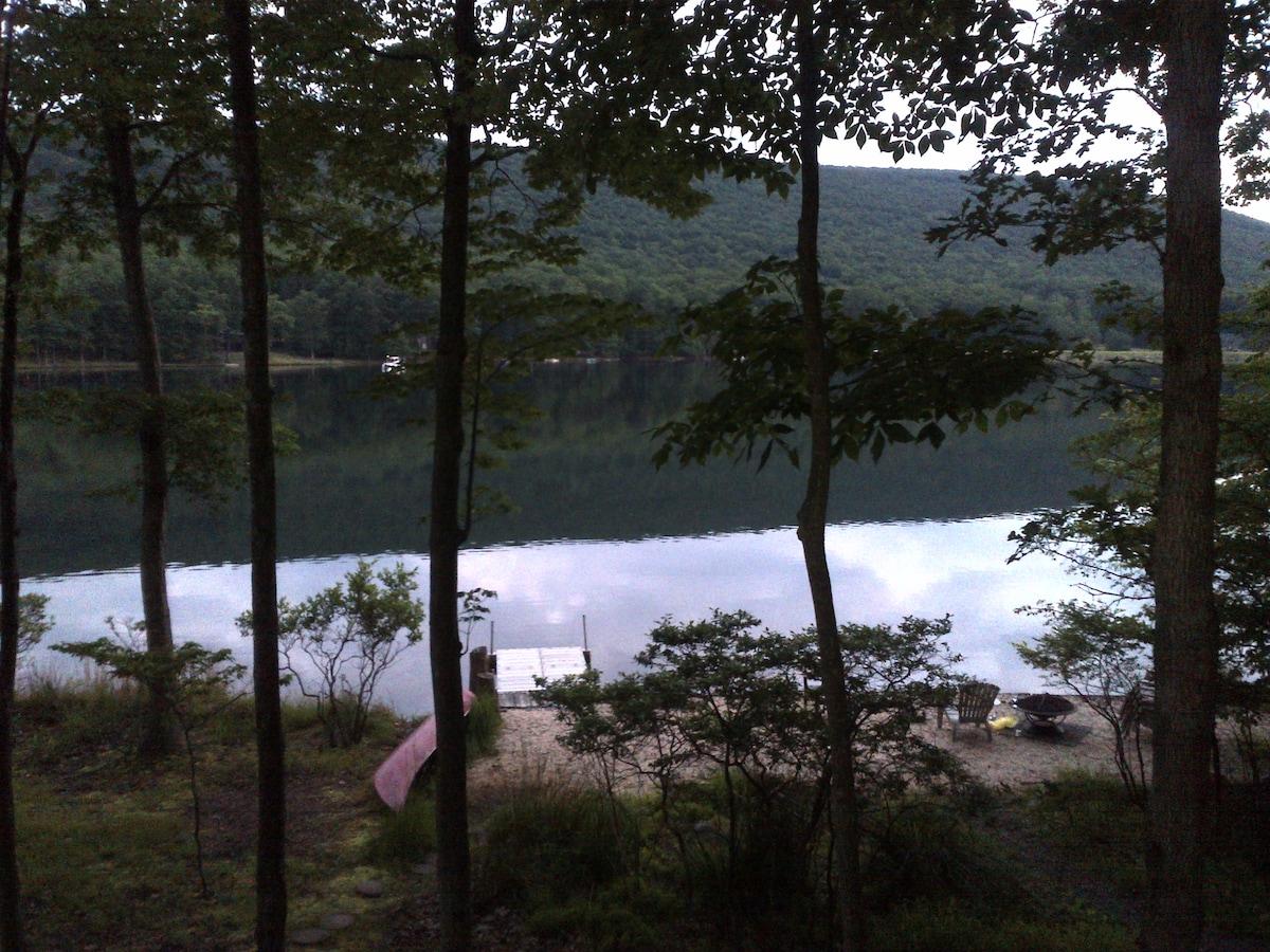 Lakefront Eagle Rock Resort Home