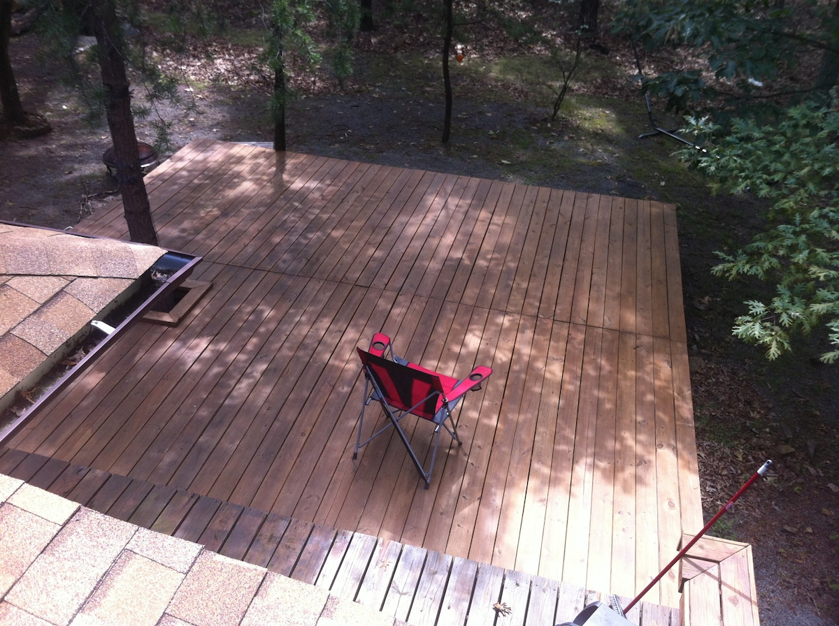 Not a recommended vantage point for guests, but you get the idea... the deck is *awesome*!