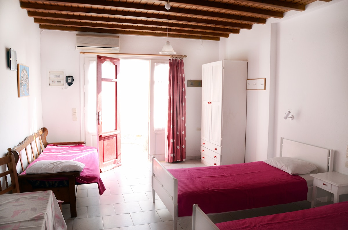 Room for 3 or 4 persons near Ornos
