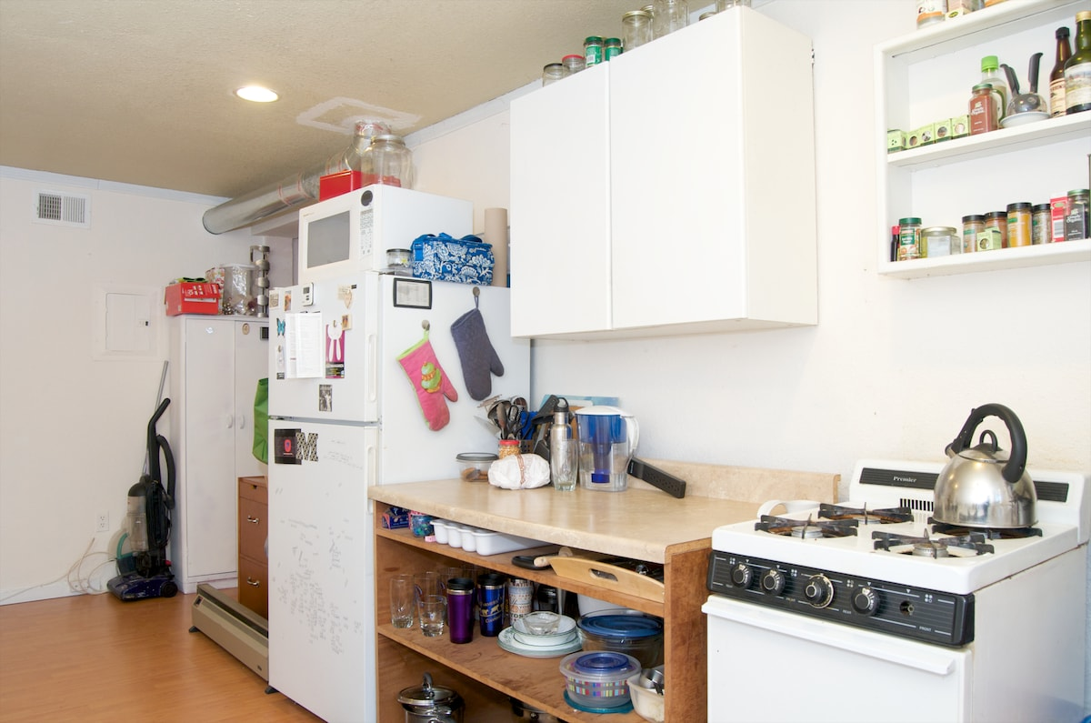 While there's never ending food options in the Haight, sometimes it's great to just cook at home. All appliances in the picture are included to make the perfect meal!