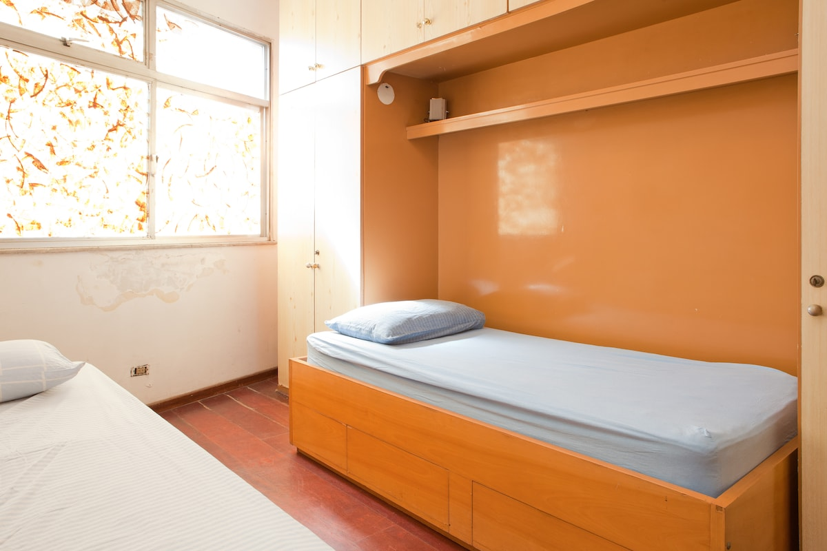 Bedroom for two near metro station