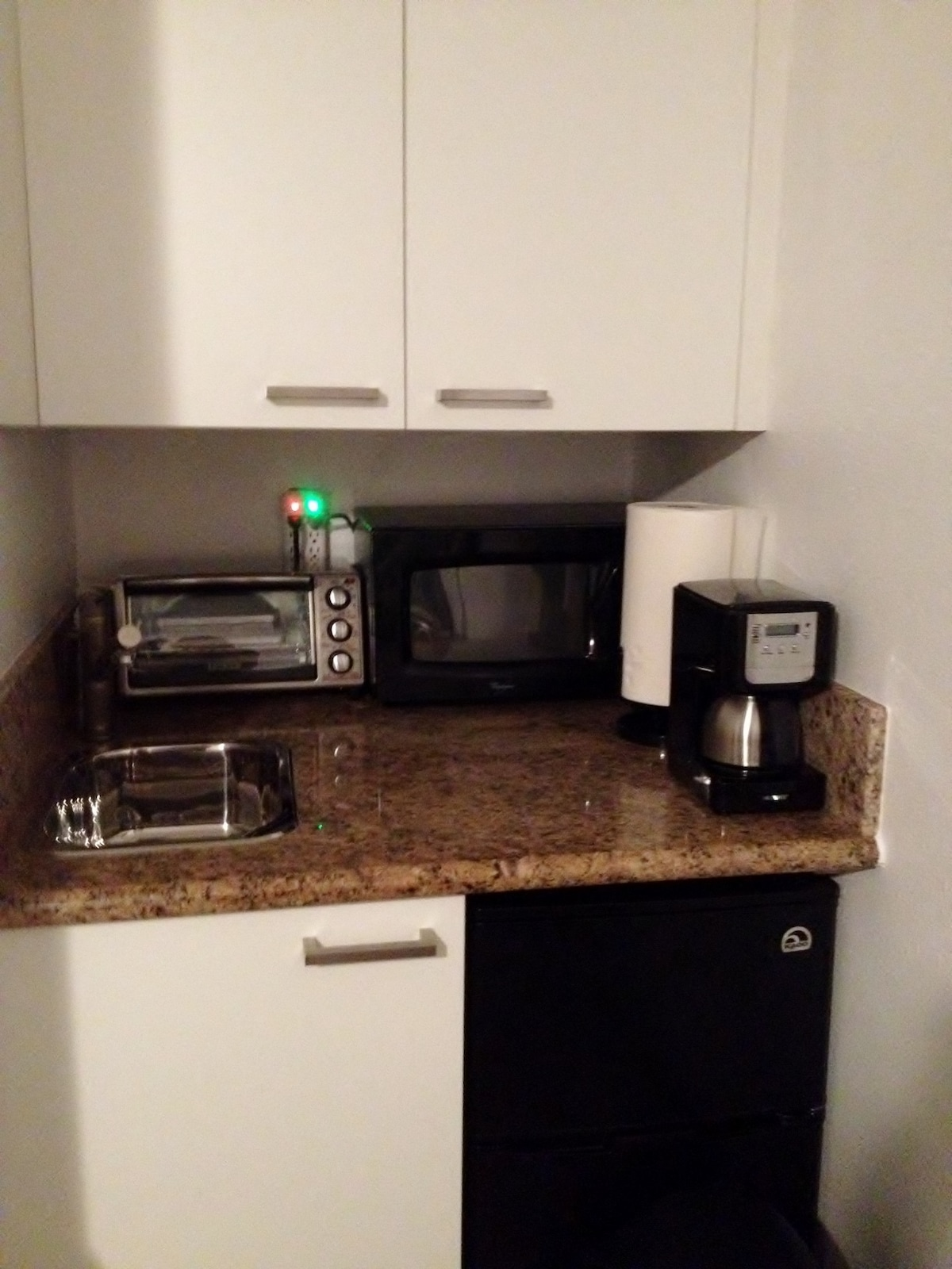 Kitchenette; Microwave, Toaster oven, Coffe pot, Induction burner