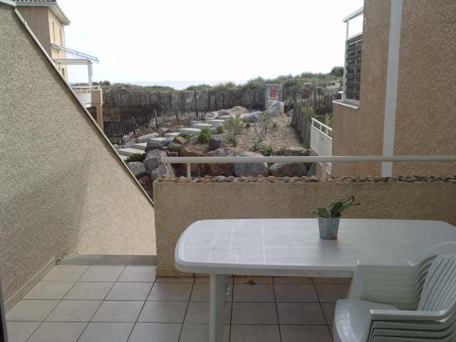 terrasse et vue accès plage depuis la résidence