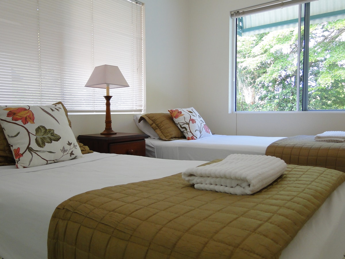 bedroom 2, available as 2 singles or 1 king bed