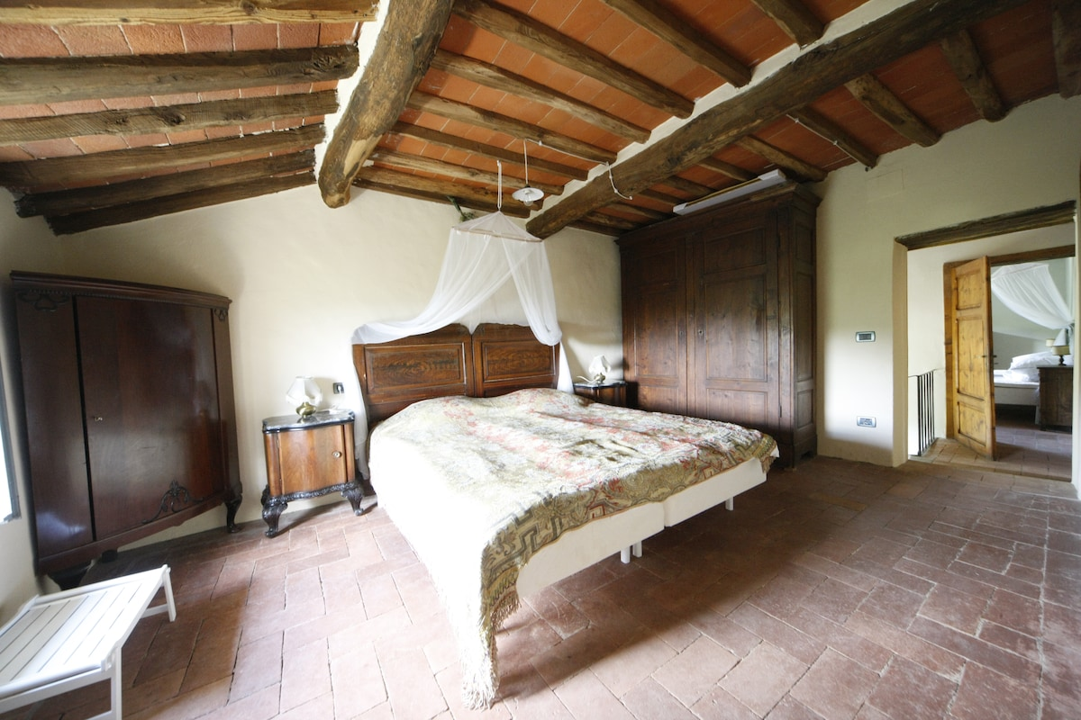 Romantic old Tuscan stone house