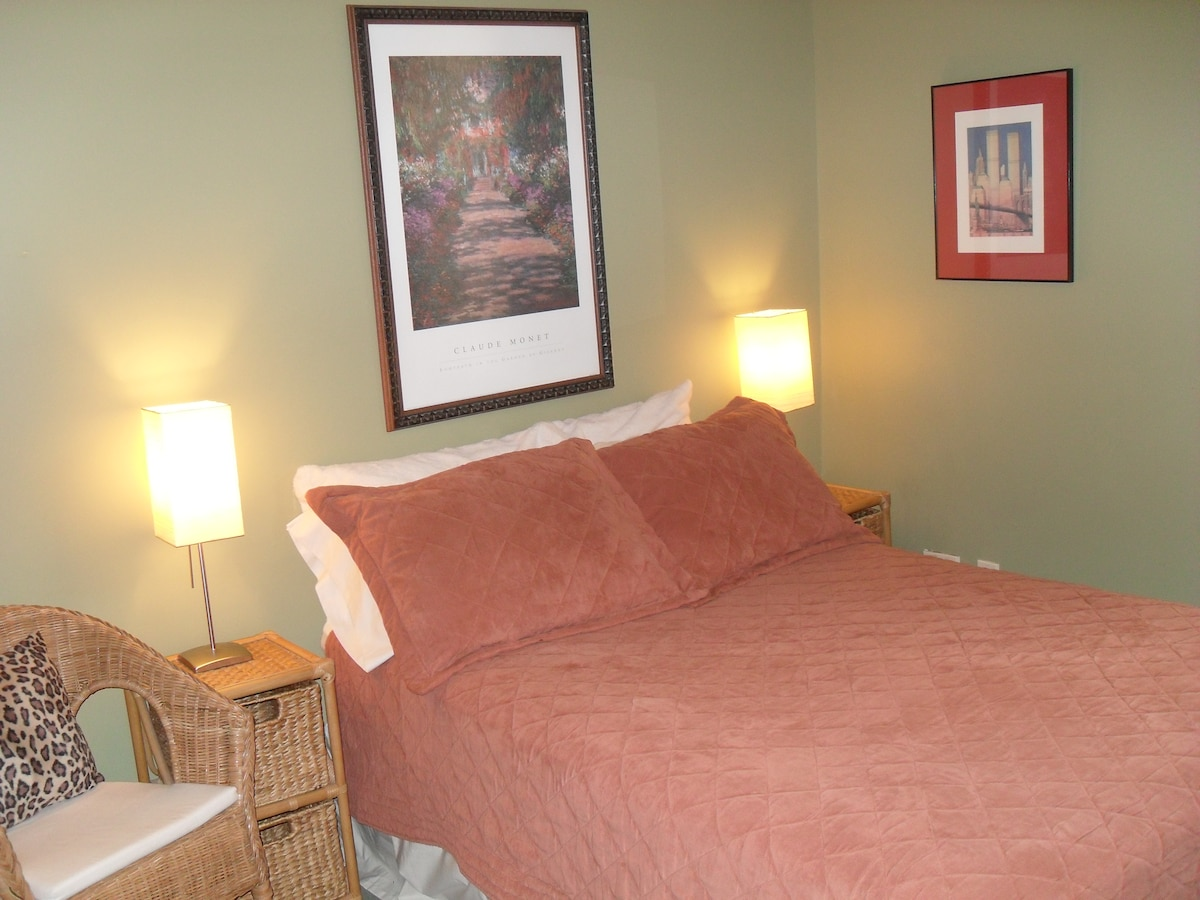 Master bedroom: double bed and the other single beds in this room if wanted.