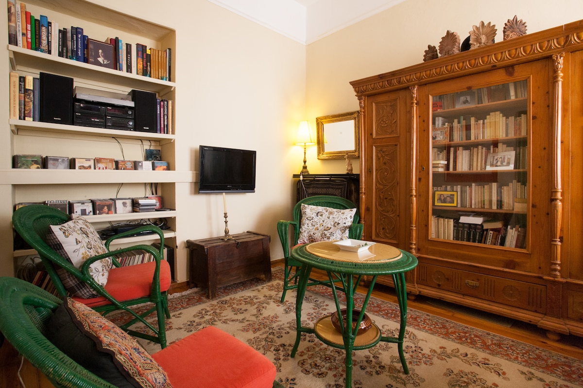 A cozy living room, with old carpets and historic ornaments