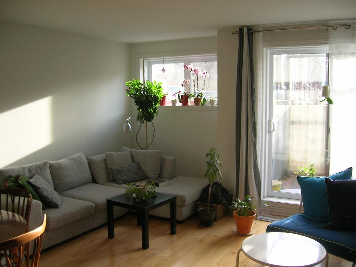 Sunny Room - Near Airport-