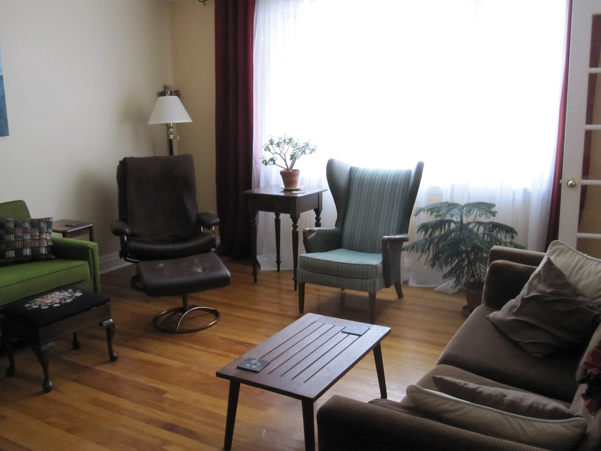 Private room/bath close to downtown