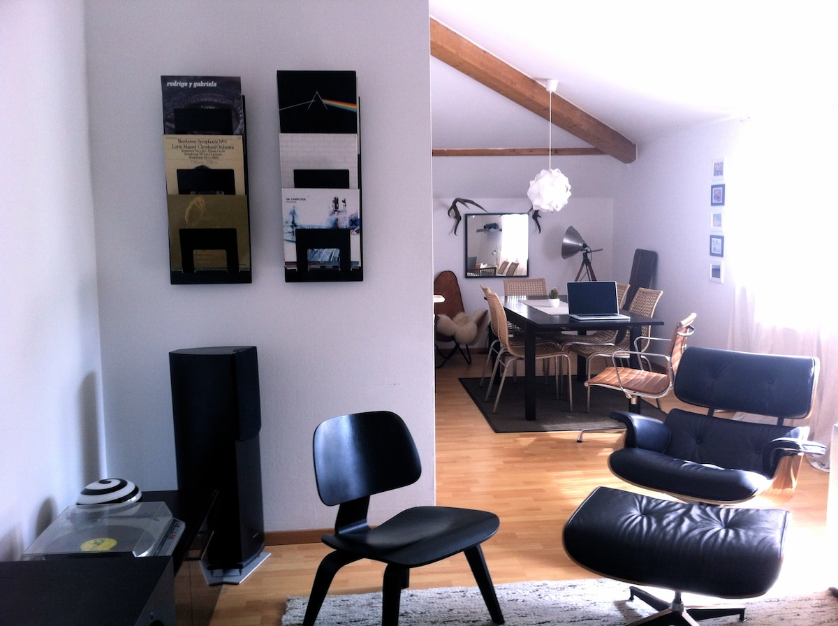 ...the living room/dining area