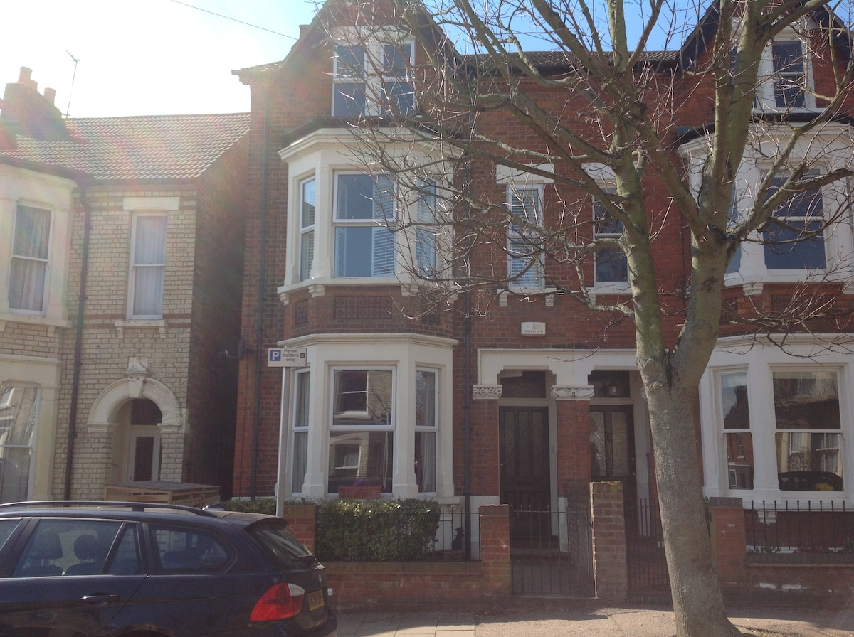 2 Rooms, Central Bedford