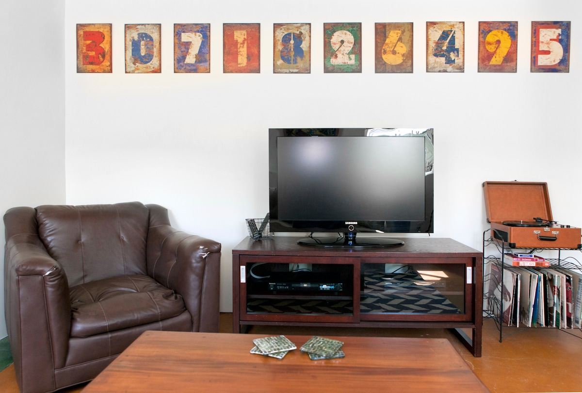 We have a selection of DVD's you can watch on the flatscreen HD TV.  You can access your streaming Netflix, Hulu Plus or Amazon accounts on our Samsung hub.  Or you can listen to vintage records.
