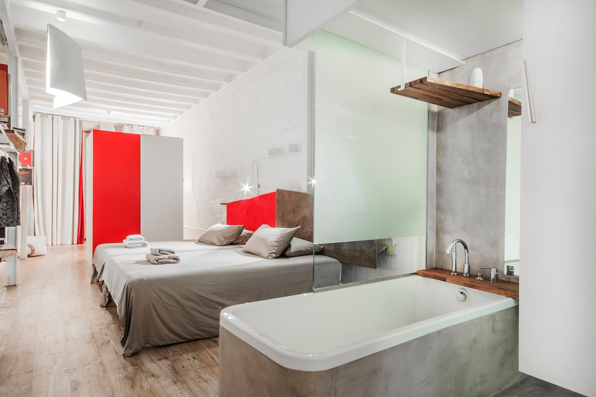 open bathtub concept ( closed if you prefer)