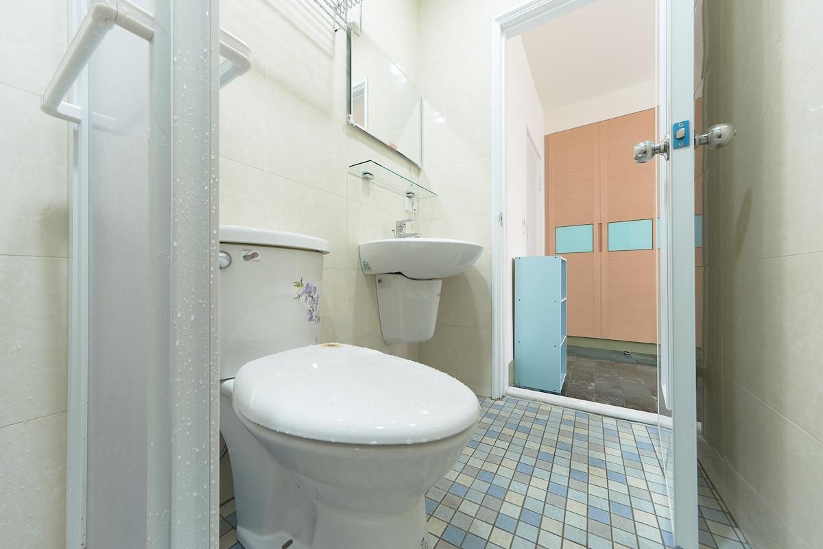 Super clean and fresh modern bathroom