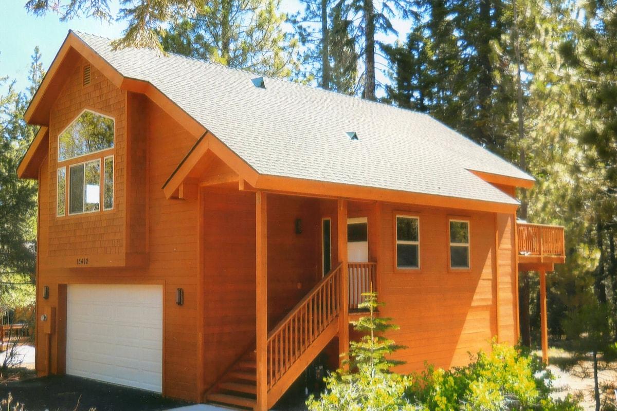 New, custom built beautiful 3 bedroom, 2 1/2 bath home in quiet area of Tahoe Donner